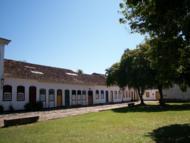 Construções em estilo colonial.