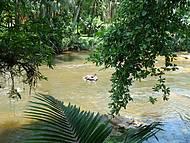 Descida de bóia no rio Nhundiaquara