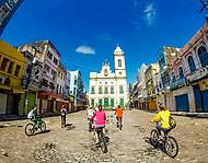 Passeios de bike levam ao Recife Antigo