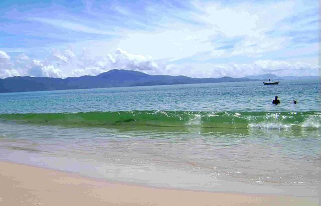 Mar divino de águas tranquilas.
