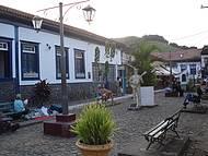 Rua Fechada onde as Pessoas Reunem para Ouvir M�sica