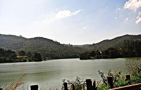 Represa Paiva Castro - Caminhada na beira da represa