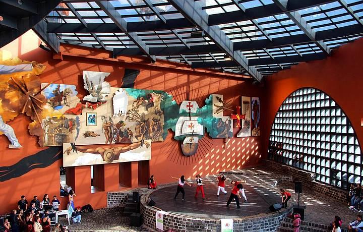 Espaço Cultural no Largo da Ordem, centro histórico de Curitiba.