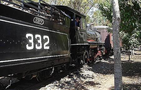 Maria-Fumaça - Passeio tradicional é feito à bordo de locomotiva de 1925