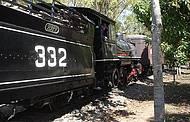 Passeio tradicional � feito � bordo de locomotiva de 1925