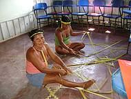 Artesãs da etnia Baré