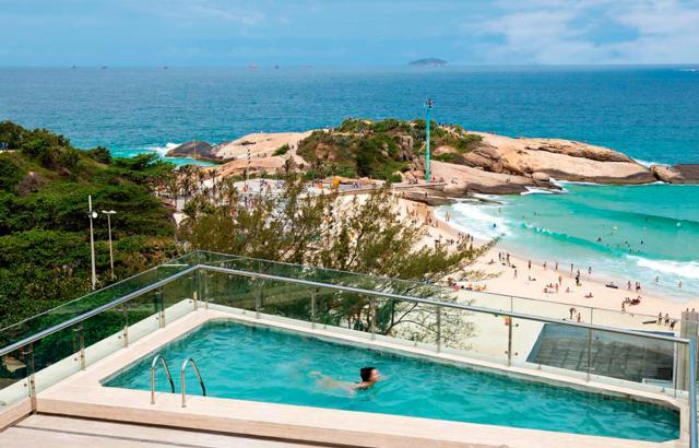 Da piscina do Arena Ipanema, vista para o Arpoador