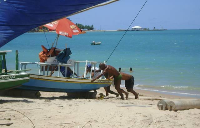 Jangadeiros na Praia de Pajuçara