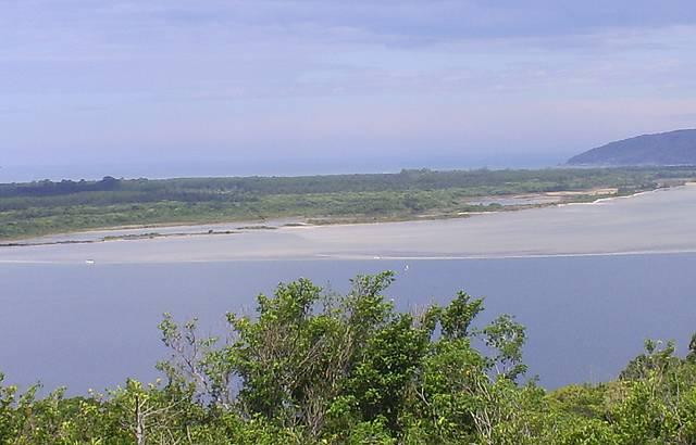 Ilhas na Costa da Lagoa - ao Fundo Praia do Moçambique