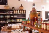 Na lojinha da Vinícola Castanho, variedade de produtos artesanais