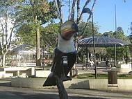 Esta praça fica em frente ao Parque das Águas