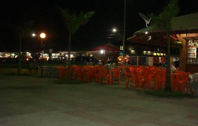 Noite sossegada na Praça de alimentação na Passarela do Álcool