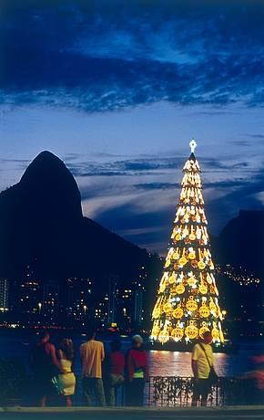 Árvore de Natal atrai cariocas e turistas no mês de dezembro