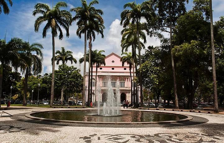 Praça da República e, ao fundo, Teatro Santa Isabel