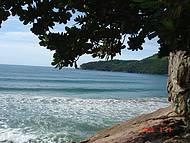 Vista da trilha para Praia do Meio.