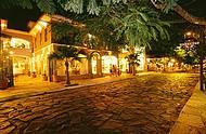 Noite acontece na bela Rua das Pedras, repleta de bares e restaurantes