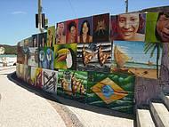 Exposição a ceu aberto na praia de Ponta Negra.