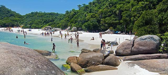 Águas cristalinas na Ilha do Campeche