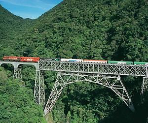Viagem de trem: Pontes, túneis e paisagens de tirar o fôlego! -