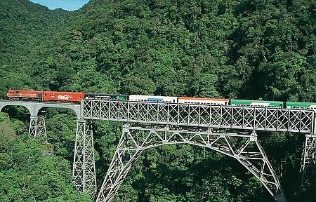 Viagem de trem - Pontes, túneis e paisagens de tirar o fôlego!