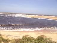 Praia com o mar