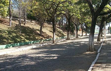 Cambuquira - MG - Cidade bem arborizada ...