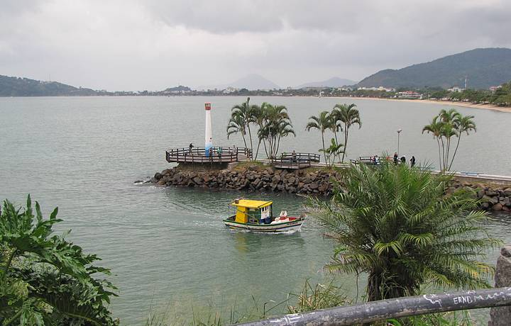 Aparador Inox Madeira ~ Praia do Cruzeiro, Ubatuba Veja dicas no Férias Brasil