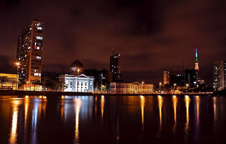 Noite é animada na capital pernambucana