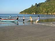 Pescadores utilizam barcos e t�cnicas artesanais