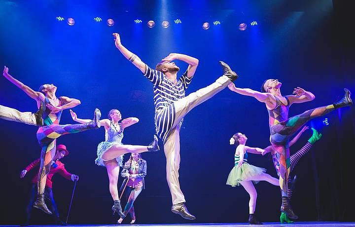 Dança, teatro e circo se misturam