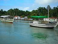 Os barcos descansando no mar de Boipeba!