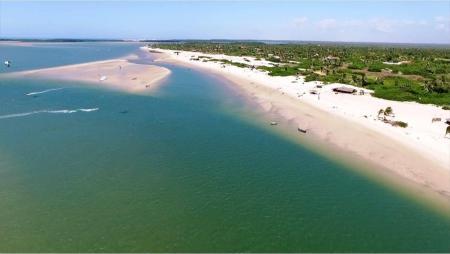 Canto do Atins - Do alto, areia branquinha e mar de muitos tons