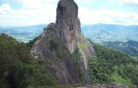 Pedra do Baú é ponto de encontro de escaladores