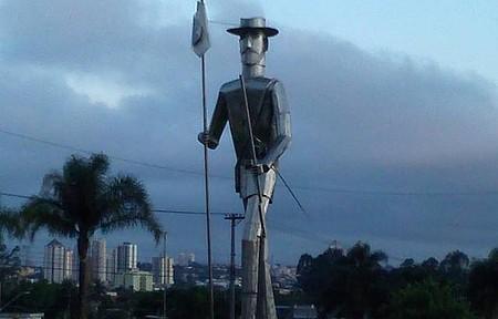 Ponte Grande - Estátua do Bandeirante Gaspar Vaz