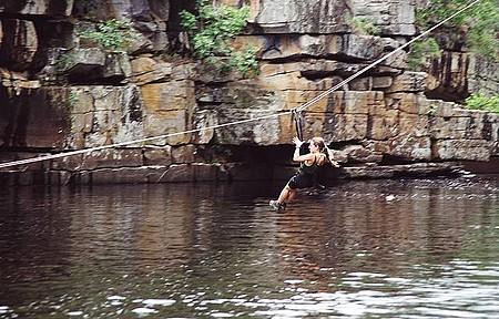 Esportes e Ecoturismo - Tirolesa - Atividade é praticada no Rio Cipó
