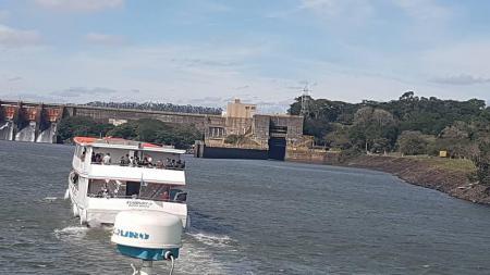 Eclusa de Barra Bonita - Passeio de Barco