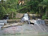 Para�so, cachoeira junto ao mar...