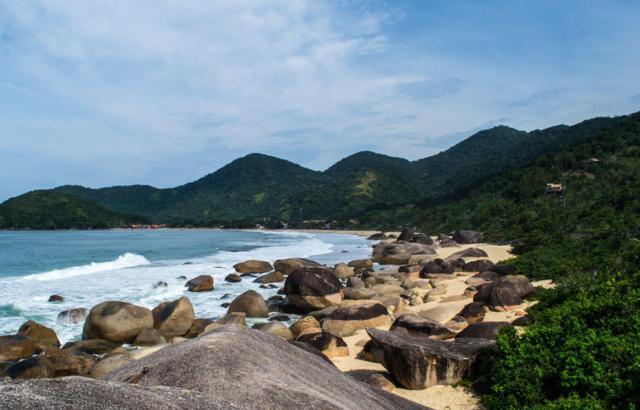 Praia do Cepilho reúne surfistas