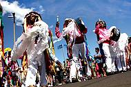 Dança e muitas cores invadem a cidade em agosto
