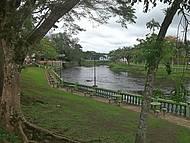 Beira do rio Nhundiaquara