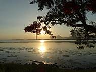 Por do Sol na lagoa de Araçatiba