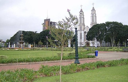 Praça e Catedral - Vista parcial da pacata cidade