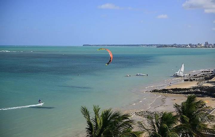 Esportes n�uticos movimentam a praia
