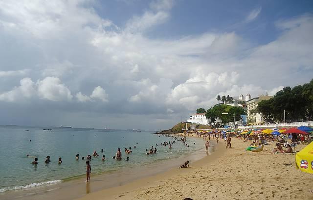 Mar calma, sem ondas, ótimo para nadar e megulhar!