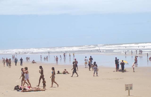 Manh� na praia maravilhosa da Caueira