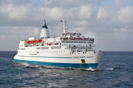 Mair navio biblioteca do mundo atraca em Santos (SP)! - Navio biblioteca ficará quatro meses no Brasil