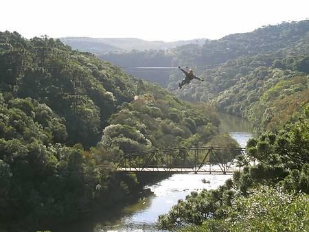 Parque da Cachoeira - Adrenalina garantida na tirolesa