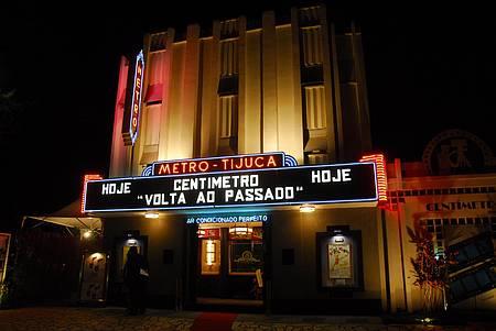 Cine Centímetro - Nas noites de sábado sempre tem sessão!