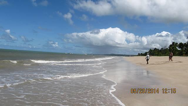 Linda Praia onde o Sossego Reina com um Clima Muito Agrad�vel