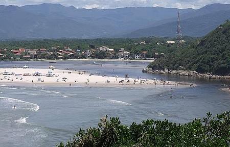 Praia Guarda do Embau - Encontro das Aguas do Rio com o Mar
